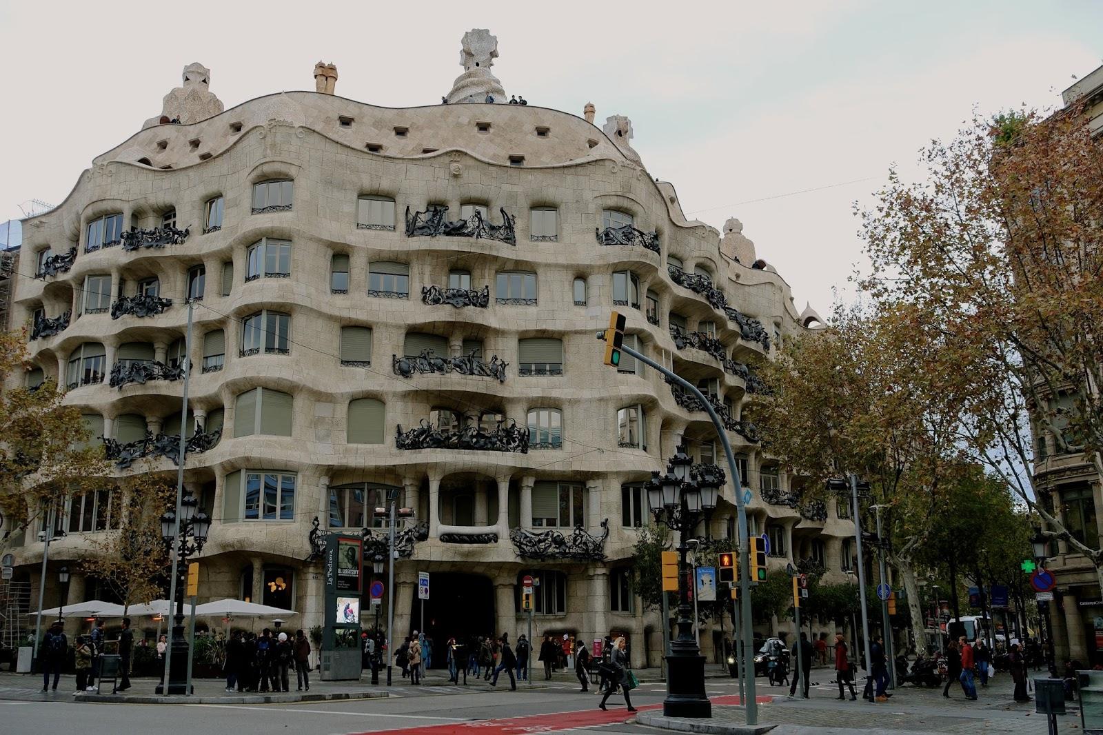 カサ・ミラ (Casa Milà)