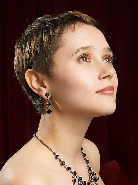 10 Most Beautiful Women Short Hairstyle Photo 2013 14