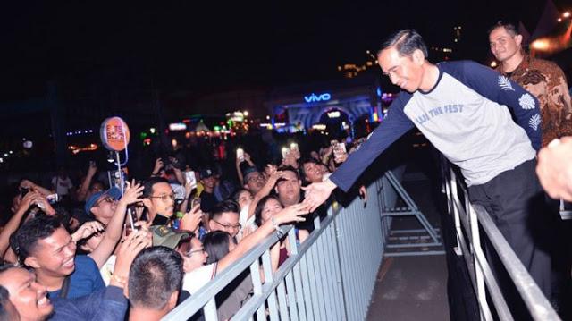 Tidak Tahu Siapa Artis yang Tampak, Nyatanya Untuk Ini Jokowi Datang Mengagetkan ke Konser We The Fest
