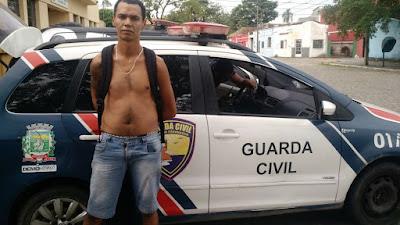Guarda Civil de Paranaguá (PR) prende homem após assalto com arma de fogo