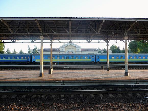Конотоп. Залізнична станція. Потяг № 784. Київ – Шостка. «Подільський експрес»