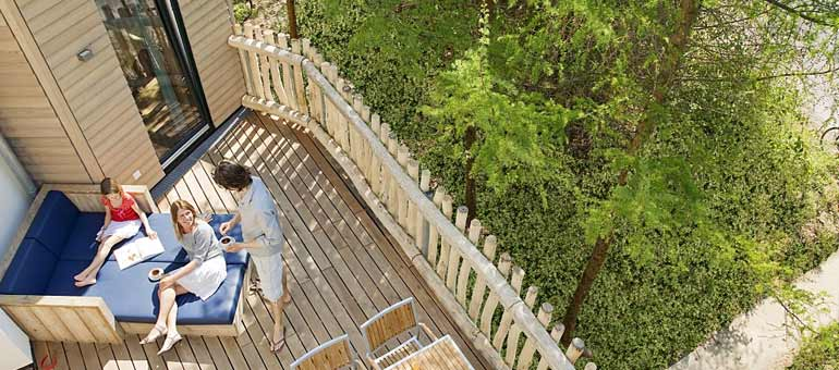 center parcs de baumhaus center pars geniessen auf hohem niveau. Black Bedroom Furniture Sets. Home Design Ideas