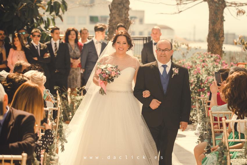 entrada a ceremonia novia y padrino