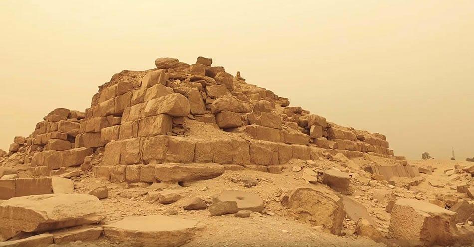 Abu Gorab, Abu Gurab, Tanrıların yolu, A, Arkeoloji, Antik Mısır, Abu Gorab Dikilitaşı, Dikilitaş, Güneş tapınağı, Mısır tapınakları, Mısırlıların kurban ayinleri, Arkeolojik keşif,
