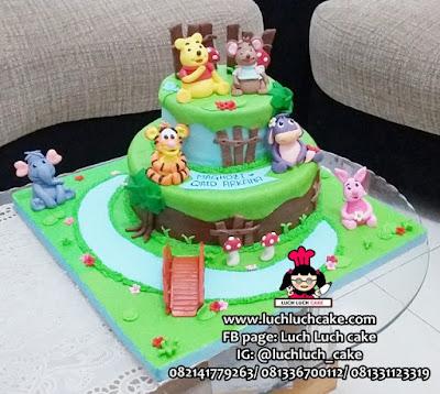 Kue Tart Tingkat Winnie The Pooh