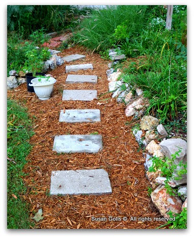 Stepping stone path with mulch
