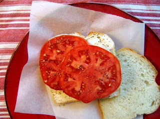 sliced tomatoes on white bread