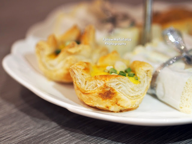 Layered Chicken & Egg Puff With Spring Onions