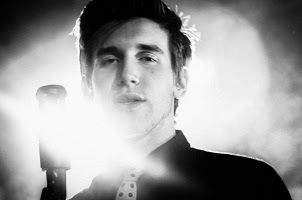 083c5154 Hace tiempo, Max Frost, de Austin firmó con Atlantic Records en la fuerza de  sólo dos sencillos, interpretada en directo en KUTX, arrullos tres pistas  ...