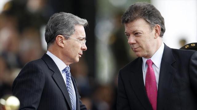 """Santos """"se ríe"""" de Uribe por recoger firmas para que continúe la guerra"""