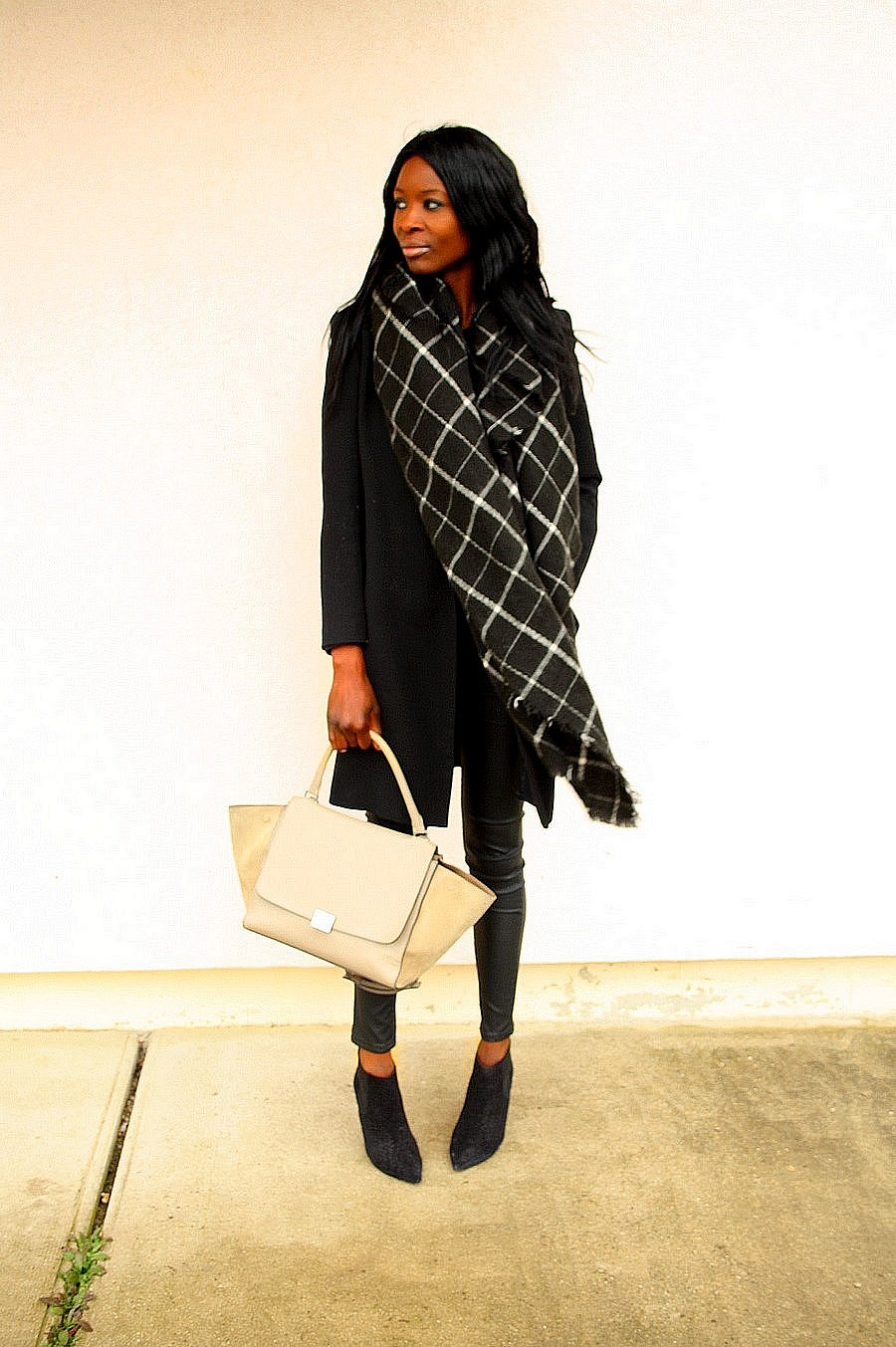 sac celine trapeze manteau 3/4 boots isabel marant cleane echarpe carreaux blog mode