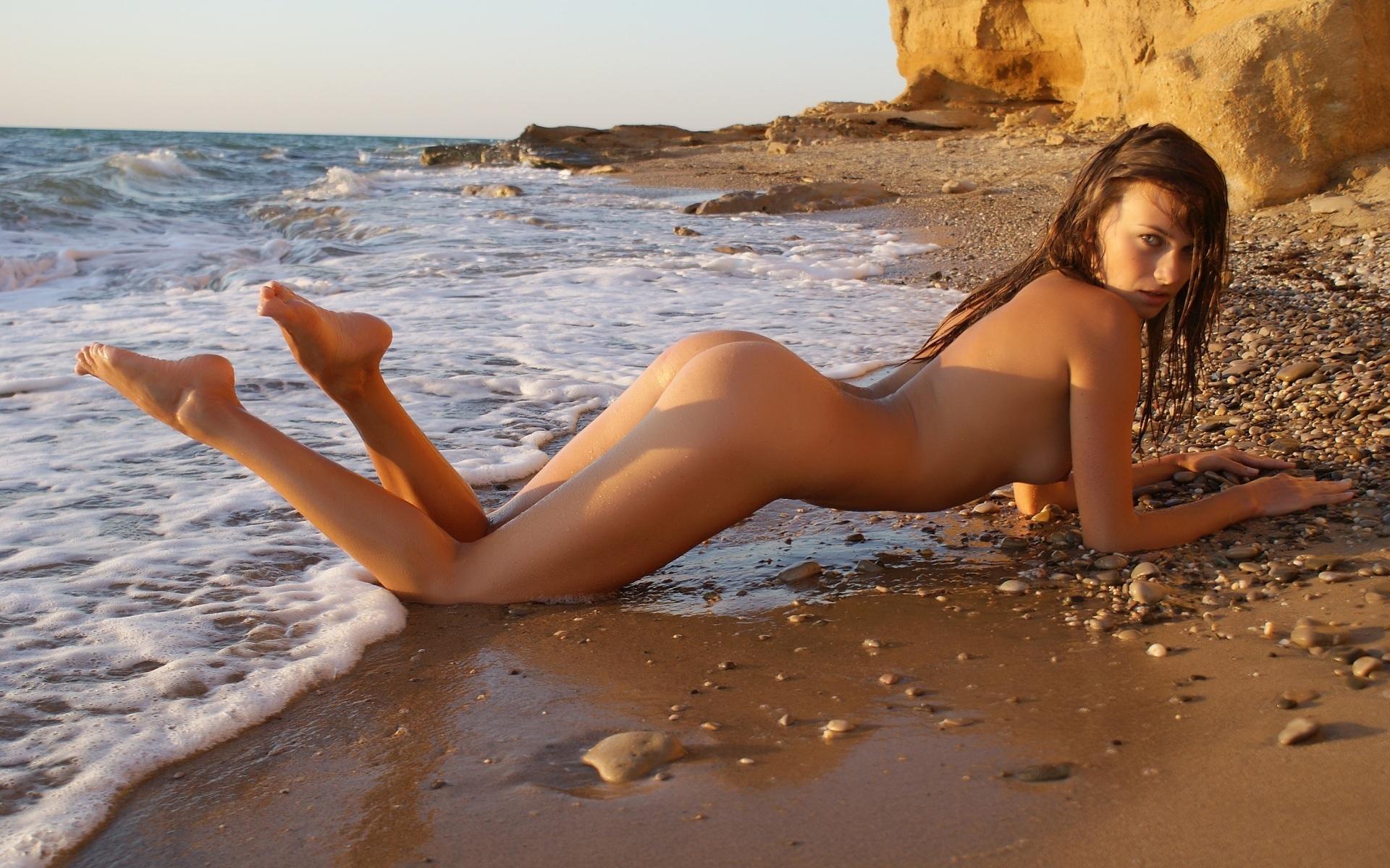 разделась на пляже - 8