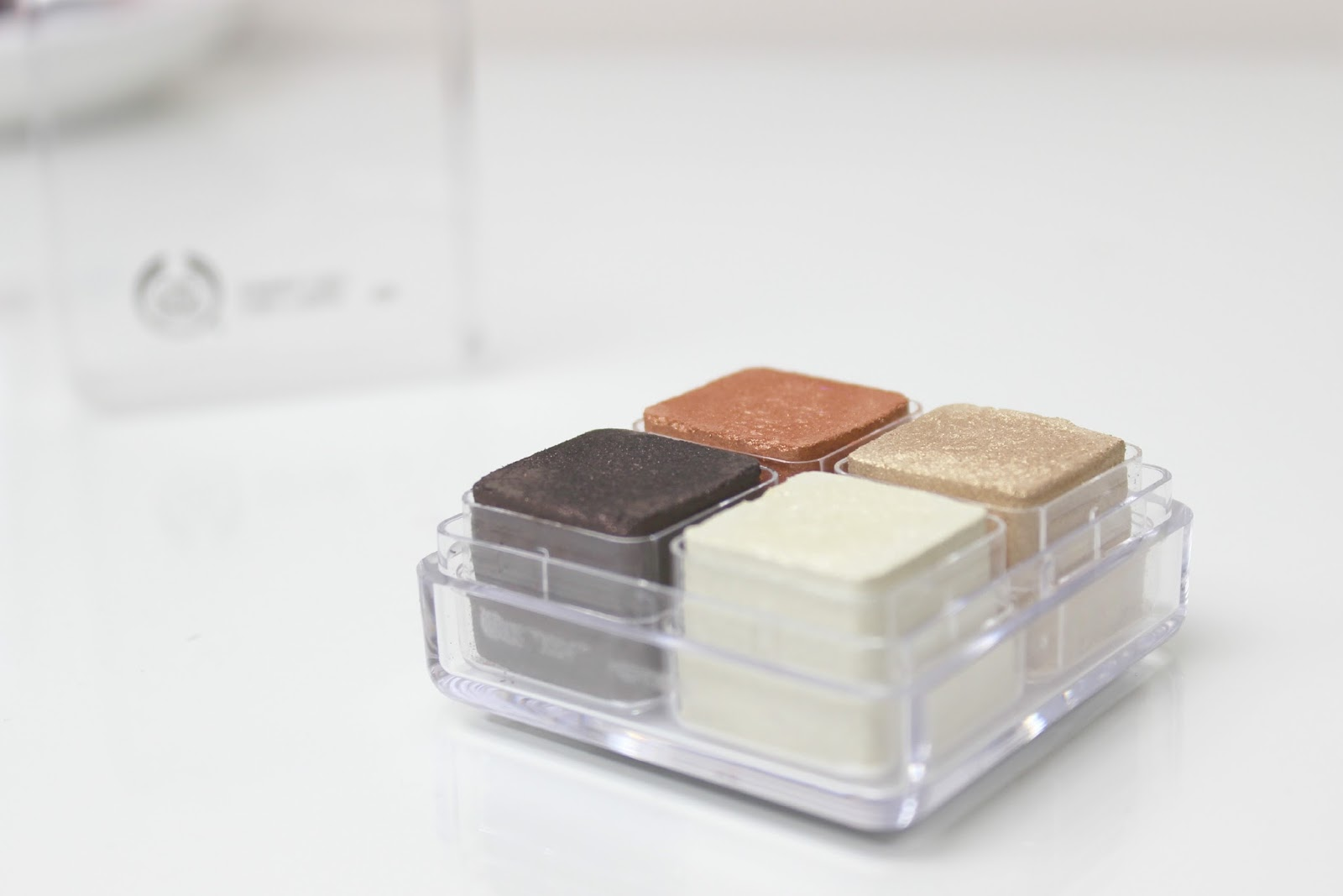 A picture of The Body Shop Spring Bronze Shimmer Cube