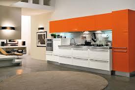 Cocina en color naranja