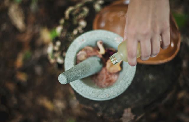 masaż-oleje-abhyanga-ajurweda