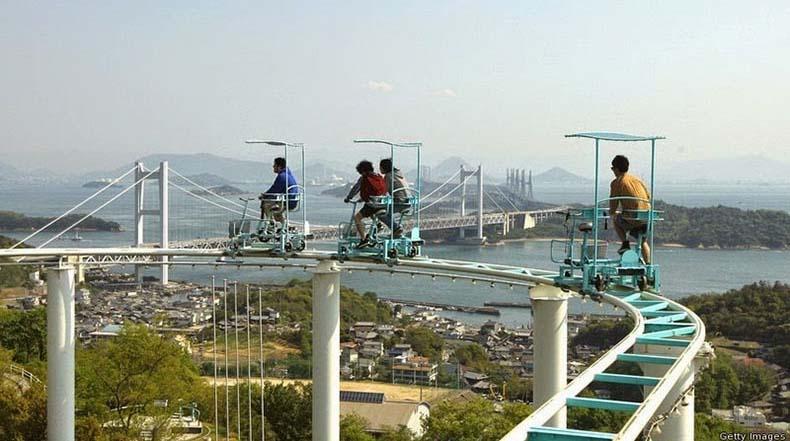 SkyCycle, un montaña rusa con carritos accionados a pedal en Japón