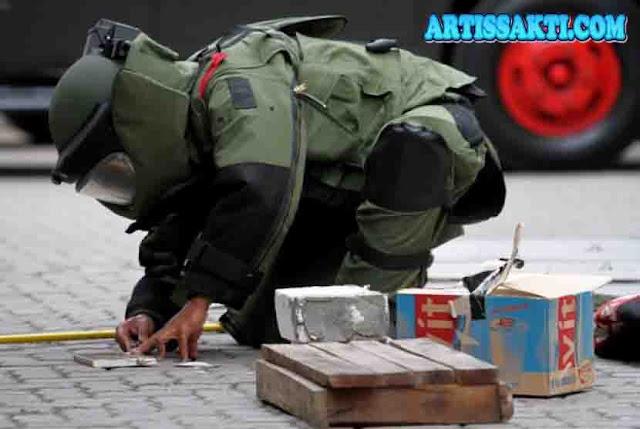 Detik-Detik Menegangkan Polda Jatim meledakkan tiga temuan bahan peledak di lokasi rumah terduga teroris