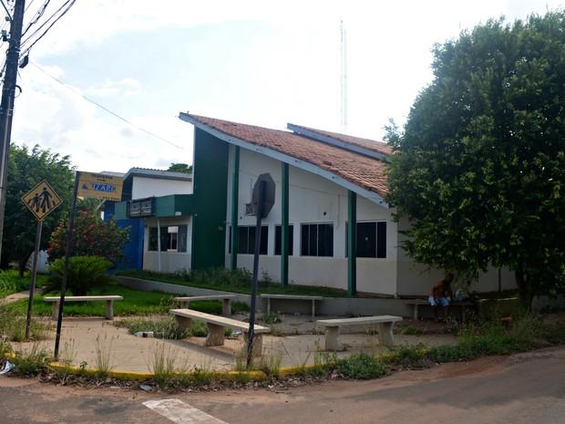 Abandono de prédio onde funcionava escola gera reclamações em Cacoal