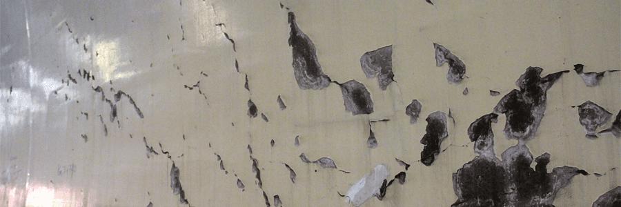bề mặt sàn bê tông có lớp phủ cũ bị hư hỏng cần được đánh bóng sàn