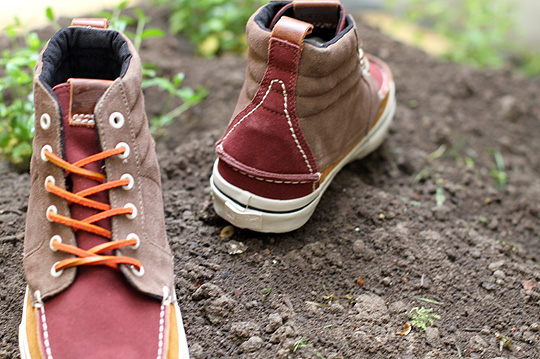 The off-white outer sole works well with the Fall colors of the upper f73028916