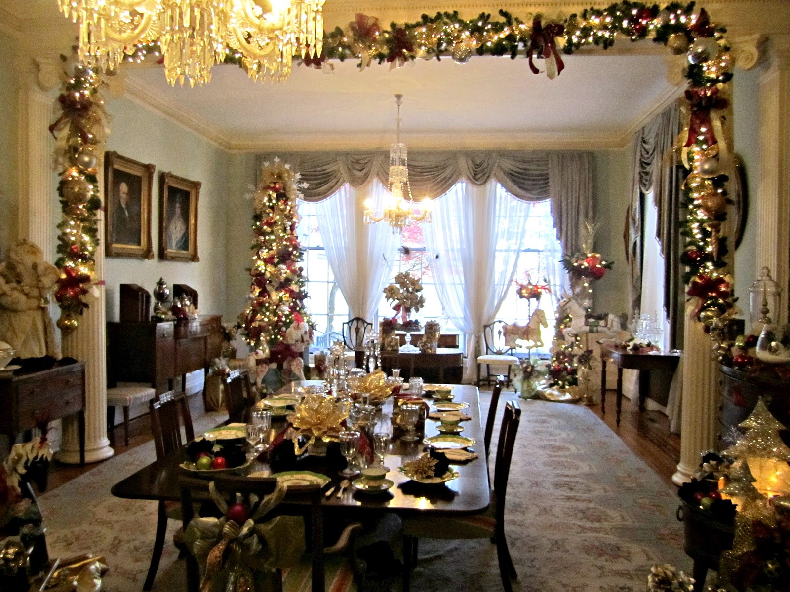 Mansions Decorated For Christmas