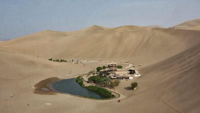 El Lago de Dunhuang en China
