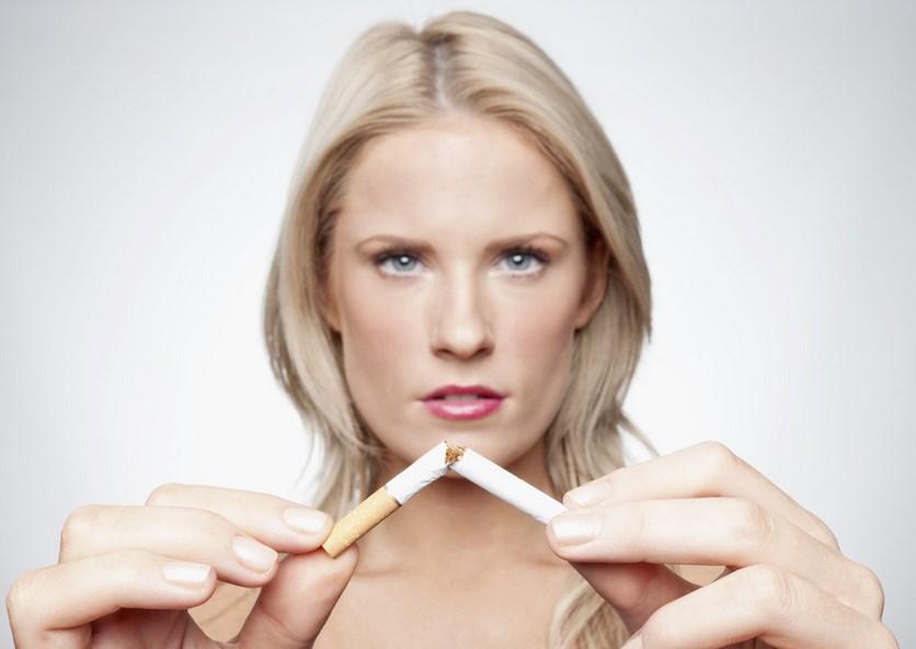 Tips dan Cara Mencegah Penuaan Dini Pada Wajah Secara Alami paha mulus cewek dan Artis Indo tanpa rokok