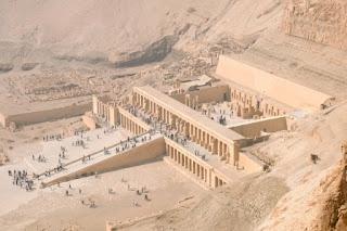 4. Kuil Hatshepsut