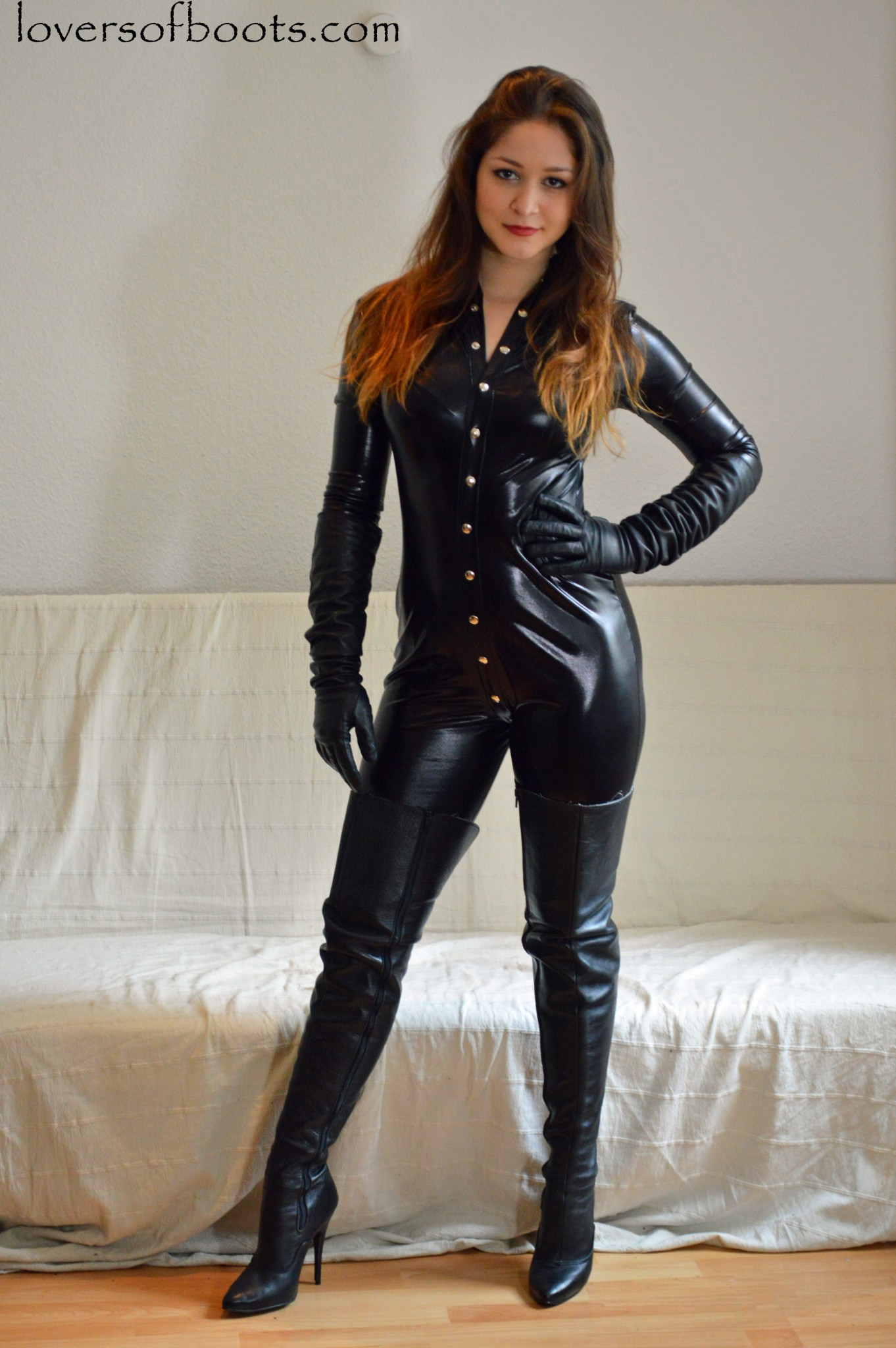 Mature Women Wearing Leather 26
