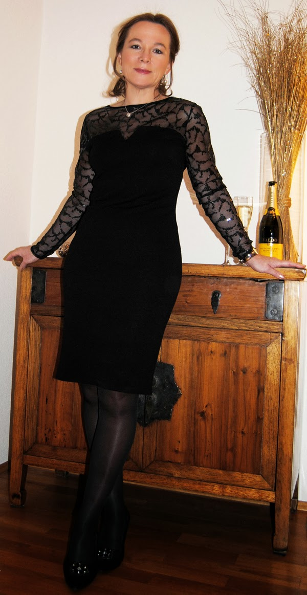 CHRISTMAS PARTY IN A WALLIS LITTLE BLACK DRESS | Lady of Style