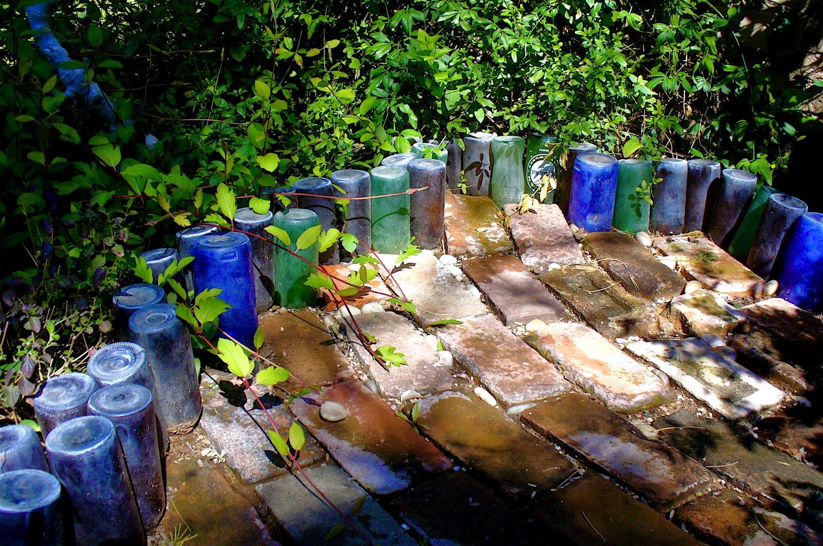 Alt build blog reusing glass bottles for landscaping for Jardin glass jars
