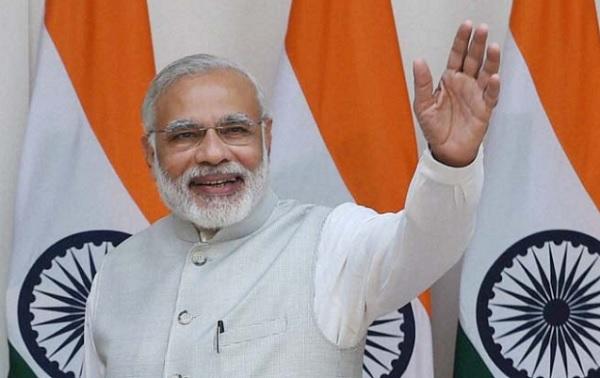 पत्नी संग रजिस्ट्रार आफिस पहुंचा UP का चेयरमैन, बोला PM मोदी को गोद लेना है
