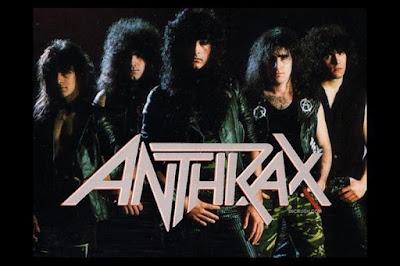 """Biografi Anthrax  Anthrax adalah New York City-based band metal thrash, yang merilis full album pada tahun 1984. Anthrax adalah salah satu yang paling populer pada 1980-an band-band metal thrash adegan dan terkenal untuk mengkombinasikan logam dengan rap, hardcore, dan musik alternatif sejak dini. Mereka umumnya diklasifikasikan sebagai salah satu """"empat besar"""" thrash metal bersama dari Metallica, Slayer, dan Megadeth.They telah membuat beberapa penampilan di televisi termasuk: Menikah ... dengan Anak-anak, WWE RAW, dan News Radio Band ini juga muncul dalam film seperti Run Ronnie Run (tampil sebagai band fiksi Titannica) dan Calendar Girls. Lagu mereka """"Madhouse"""" digunakan dalam video game Grand Theft Auto: Vice City pada stasiun radio V-Rock. Gitaris Scott Ian adalah yang kini merupakan anggota gips VH1's reality show supergrup.  EARLY CAREER  Anthrax dibentuk pada 1981 oleh gitaris Scott Ian dan bassis Dan Lilker, yang, setelah beberapa perubahan awal, bergabung dengan drummer Charlie Benante, gitaris Dan Spitz, dan vokalis Neil Turbin. Band ditandatangani dengan Megaforce Records dan merilis full pertama album, Fistful Dari Logam, pada tahun 1984. Ini adalah debut tidak menguntungkan untuk sebuah band yang akan segera naik ke permukaan dari metal thrash adegan. Anthrax pergi melalu"""