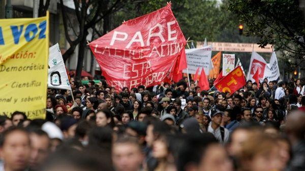 Colombianos marchan en rechazo a la privatización de la educación