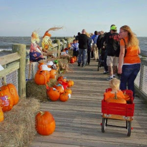 Pumpkins on the Pier_Milford CT_New England Fall Events _ Jack o Lantern Walk
