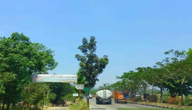 Daerah Cicalengka ini merupakan perbatasan antara kota Bandung dan Sumedang Curug Cinulang Cicalengka