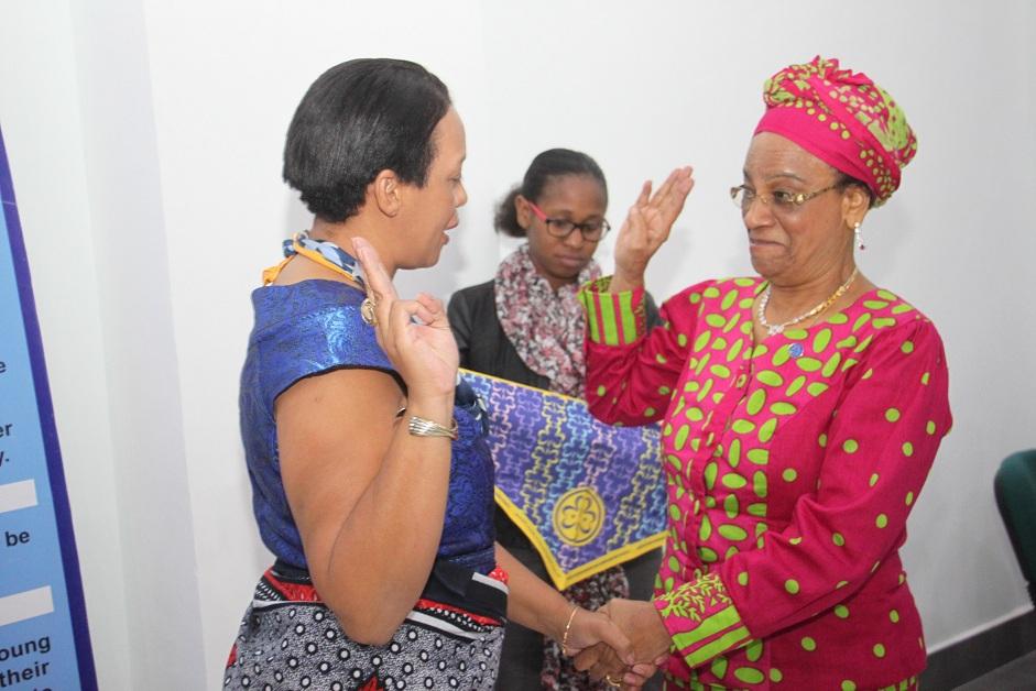 Mwenyekiti Wa Afrika World Association Of Girl Guides And Scouts WAGGGS Zoe Rakotondratovo Kushoto0 Na Mjumbe Bodi Ya Udhamini Chama Cha