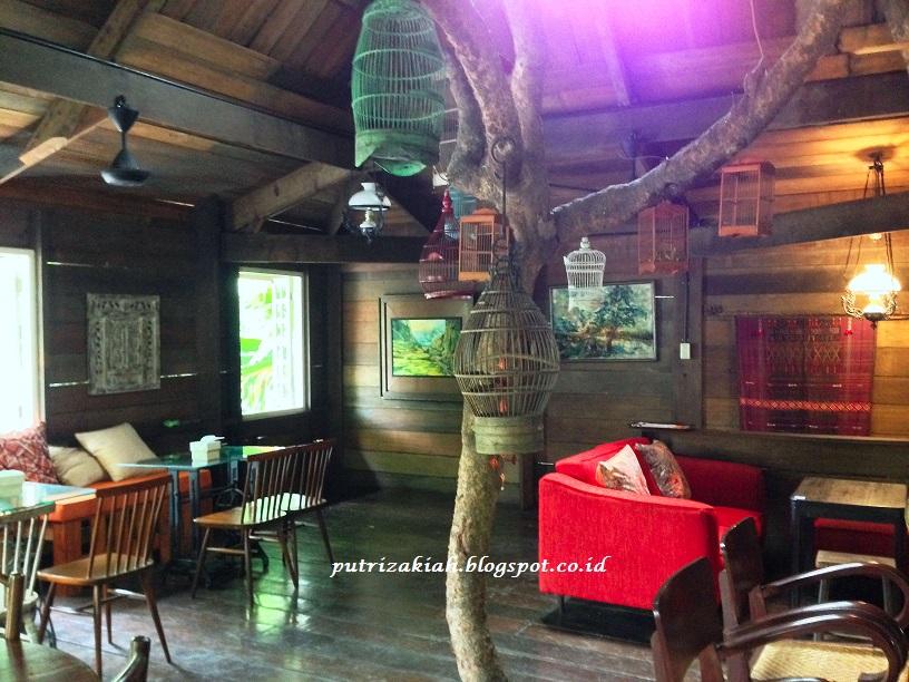 Dari Segi Menu Makanan Cafe Rumah Pohon Lebih Banyak Mengandalkan Masakan Indonesia Khas Kota Medan Terutama Breakfast Yang Ditemui