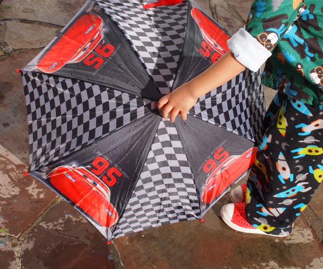using an umbrella to do kids science activity