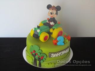 O Mickey foi de trator ao 2º aniversário do Santiago