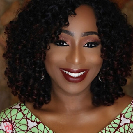 dakore wears to much makeup