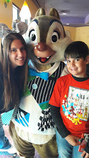 Goofy's Kitchen fica no Disneyland Hotel ao lado do Downtown Disney