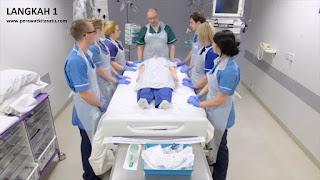Langkah 1 reposisi pronasi pada pasien gangguan pernafasan ARDS