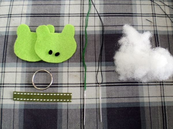Felt Craft Tutorial: Simple Keychain for Beginner