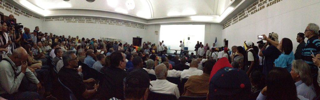 Manual para entender los paros de empleados públicos que Guaidó quiere hacer en Venezuela D06BEyYX0AAuhGS.jpg%253Alarge