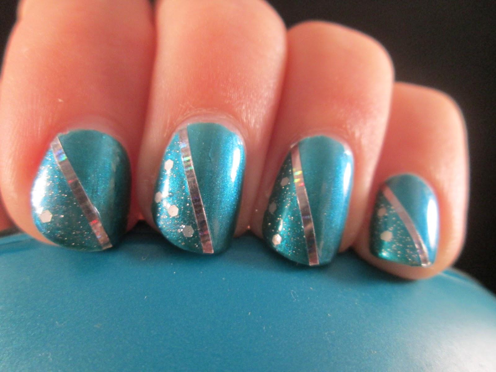 PiggieLuv: Turquoise chique nail art