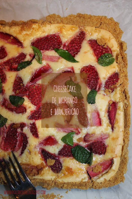 Cheesecake de morango e manjericão | Strawberry and Basil Cheesecake