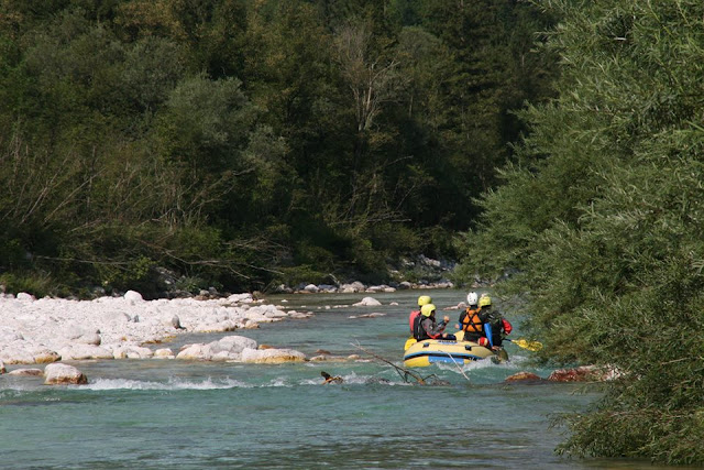 Foto de Rafting en Eslovenia. Río Soča. Viajar con niños. Ruta en autocaravana por Eslovenia | caravaneros.com