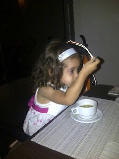 Sophia Hija tomando sopa