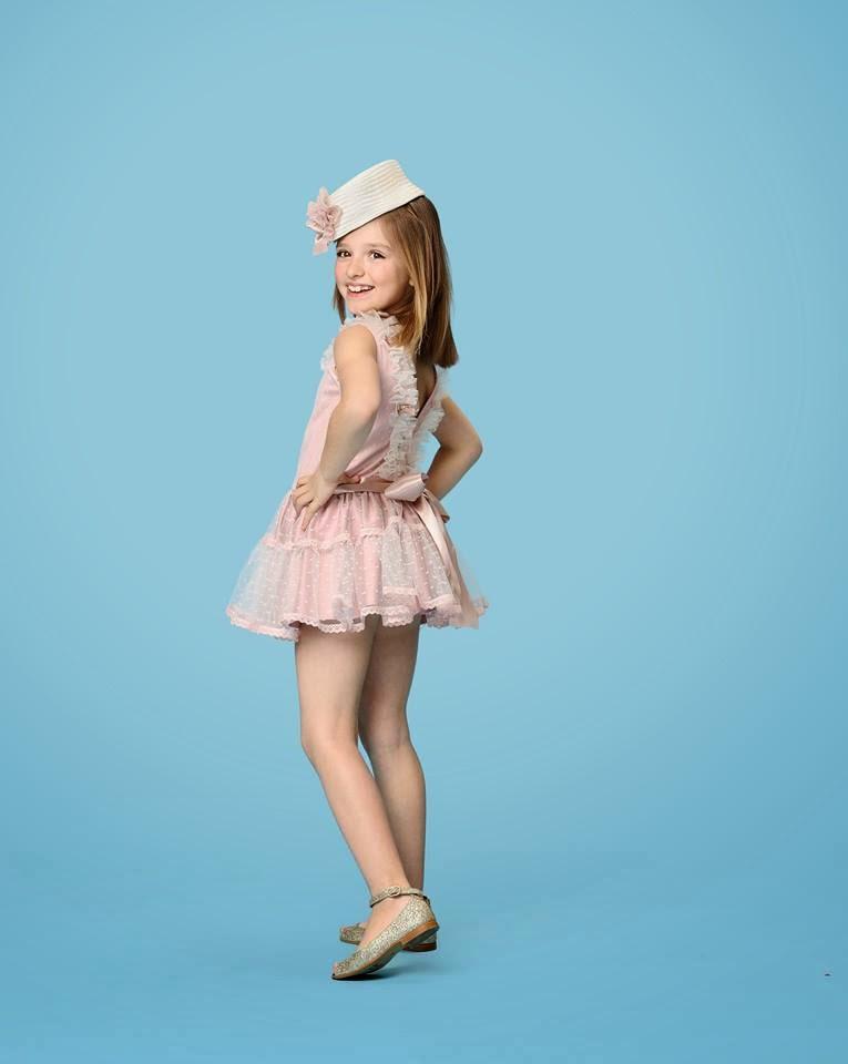 Vestido para niña con espalda descubierta de Carmen Taberner